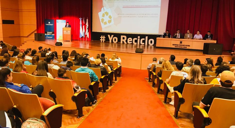 SE REALIZÓ LA SEGUNDA JORNADA DE RECICLAJE EN LA UTN
