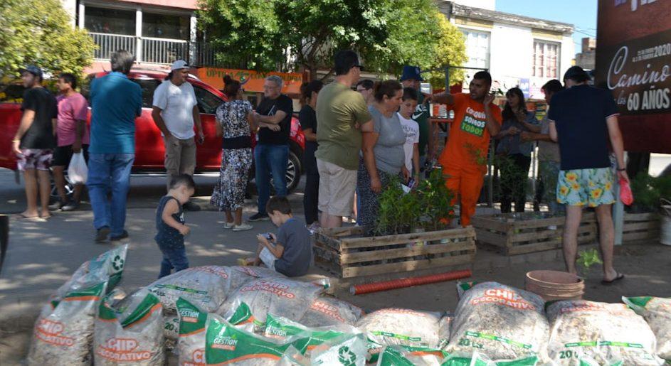 Entrega de nativas en la localidad Cosquín