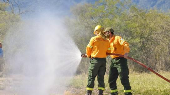 Guardaparques de Chancaní se capacitan en el uso de vehículos especiales para combatir incendios