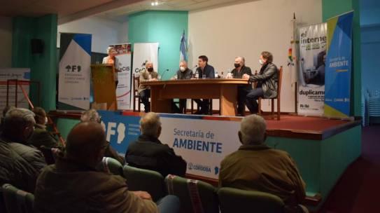 Ambiente entregó 1.800 árboles para forestar clubes y barrios de Río Tercero